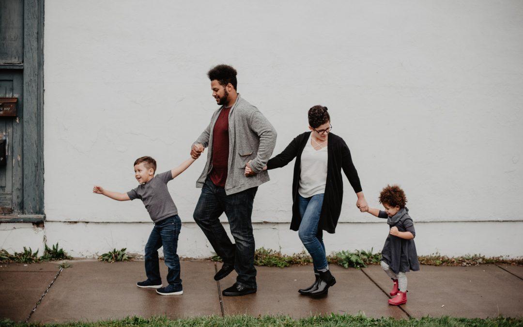 Mit Kind ins Ausland gehen: So gelingt der Umzug mit der Familie